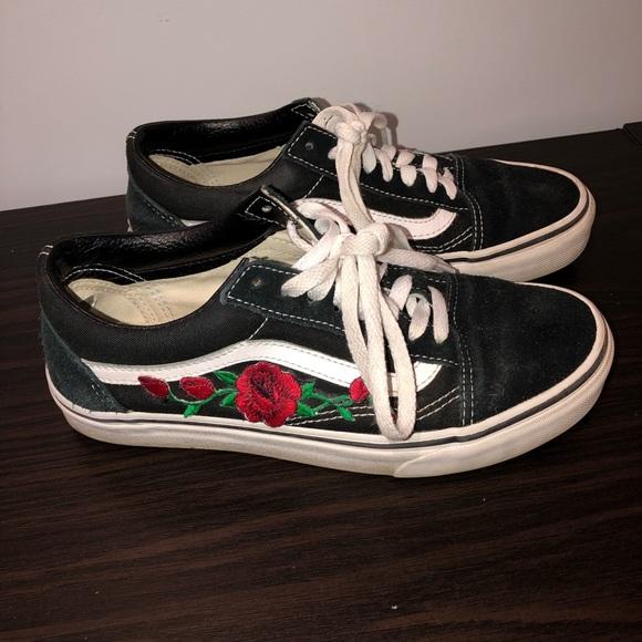 594cdd399e4 Black rose embroidered old skool vans. M 5c452eabf63eeac482cb3e09